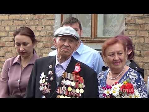 Уникальный парад у домов ветеранов