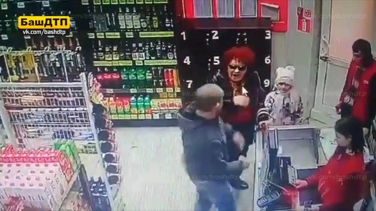 В уфимском магазине мужчина ударил женщину на глазах ее внучки и продавцов