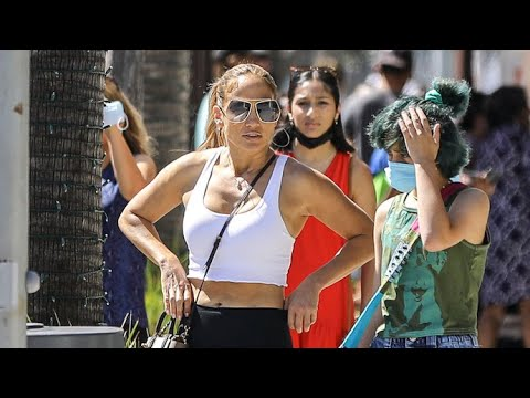 Jennifer Lopez Puts On Jaw Dropping Display In Cropped Tank Top