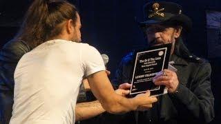 """The Ox & The Loon - Ian """"Lemmy"""" Kilmister presented The John Entwistle Bass Legend Award @ HOB"""