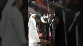 تحميل و مشاهدة هجوم جمهور من سلطنه عمان على الفنان الاماراتي عيضه المنهالي وهروبه MP3