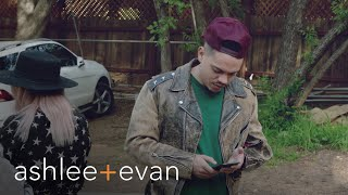 Evan Ross Freaks Without Cellphone Reception | Ashlee+Evan | E! - Video Youtube