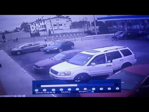 SHOCKING: Video Shows Lady Being Robbed Of 500,000 In Lagos