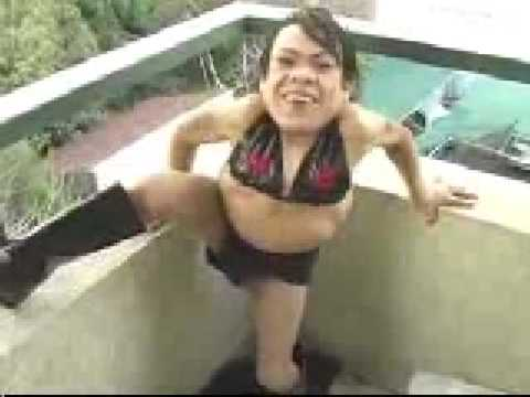 Crazy midget dancing - SEXY and HOT, not, lol