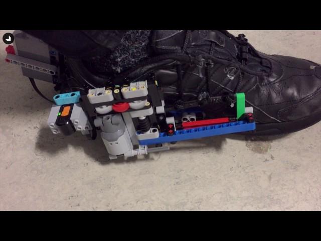Автоматическая шнуровка кроссовок спомощью конструктора Lego