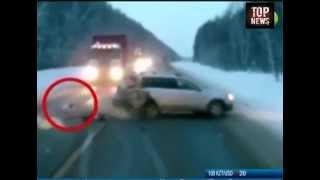 ШОК. Ребенок вылетел из авто после ДТП на трассе