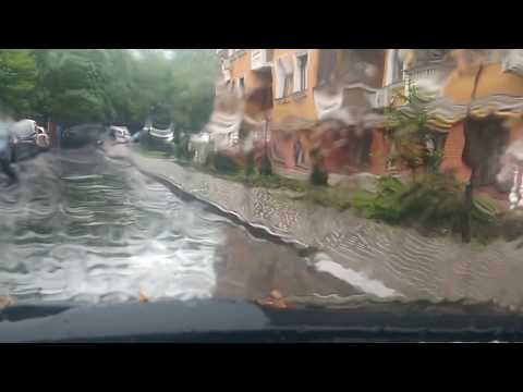 Дождь в машине.  Слушать тишину дождя в машине.