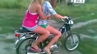 ПРИКОЛЫ 2018 (Девушки впервые на мотоцикле)