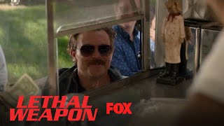 Extrait | Riggs Stops By His Ex-Girlfriend's Business [VO]