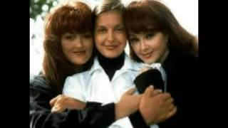 The Judds Number One Hits [Curb]  Young Love (Strong Love) Country