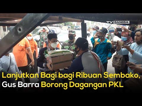 Lanjutkan Bagi-bagi Ribuan Sembako, Gus Barra Borong Dagangan PKL