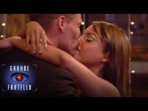 Video di giovane di sesso in biancheria intima libera