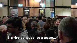 Prima e dopo lo spettacolo al teatro Politeama, Gabriella Greison accolta come una rockstar a Genova