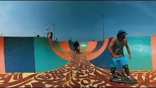 Смотреть онлайн VR: Спуск на скейте с обзором в 360 градусов