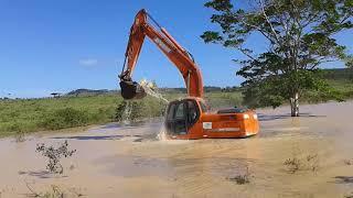 Lavando A Escavadeira