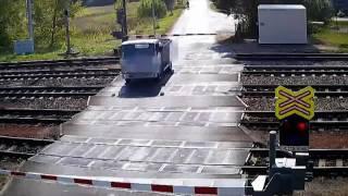 PČR: Nákladní vůz uvízl v Uhersku na železničním přejezdu, minulo ho Pendolino