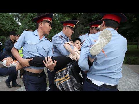 العرب اليوم - شاهد: اعتقلت السلطات الكازاخستانية قرابة 1000 شخص