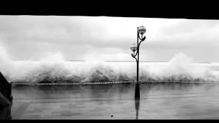 preview picture of video 'Temporal de olas en Zarautz - Enero 2015'