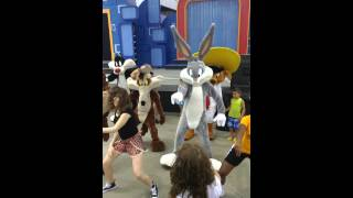 Looney tunes whip nae nae
