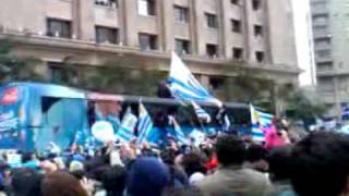 preview picture of video 'Ovni sobre Montevideo - Caravana selección uruguaya de futbol  13/07/2010'
