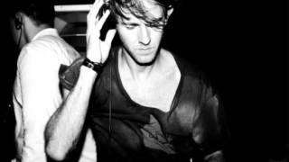 Davide Rojas - Youngin (Played by Richie Hawtin)