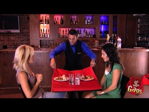 Ziehen Sie das Tischtuch Ausfall