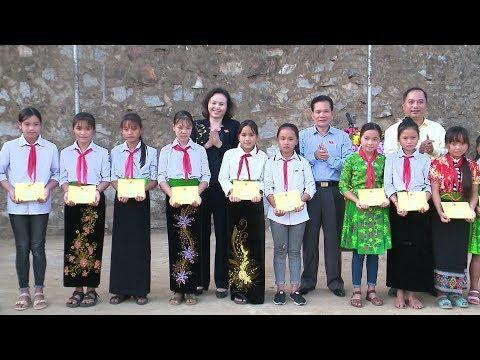 Khám bệnh, tặng quà cho đồng bào dân tộc và các gia đình chính sách tại Thanh Hóa