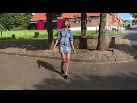 Walking in 15 cm 6 inch high heels Mules Pantoletten single sole mini jeans dress
