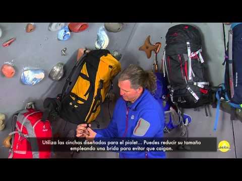 Cómo transportar los bastones en la mochila