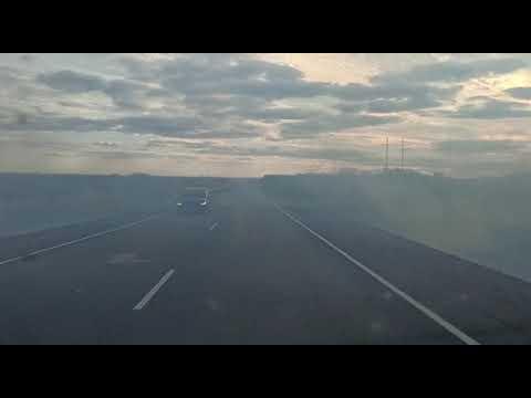 Вдоль трассы при въезде в Переволоцкий район горит сухая трава