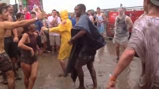 Die besten 100 Videos Wenn es auf dem Festival regnet: Tanz den Schlammwurm - Festival-Mud-Worm
