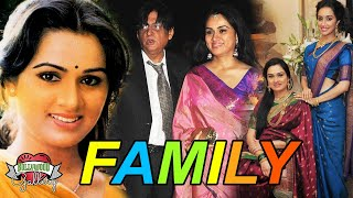 Padmini Kolhapure Family With Parents, Husband, Son, Sister and Career