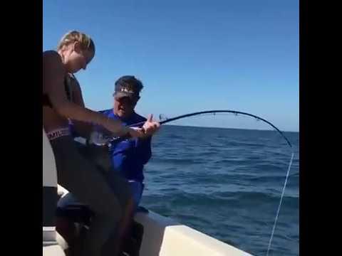 девушка на рыбалке. Вот это красавица