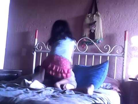 Niña pequeña de 4 años le gana a un niño de 8 años