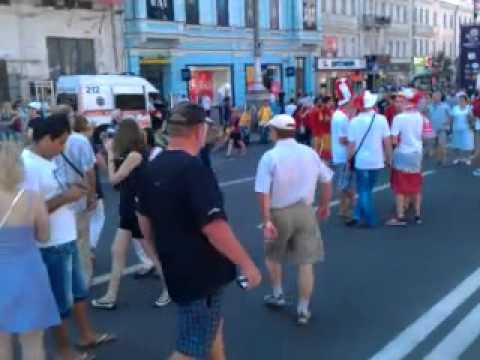 В последний день работы киевскую фан-зону наводнили болельщики (видео)