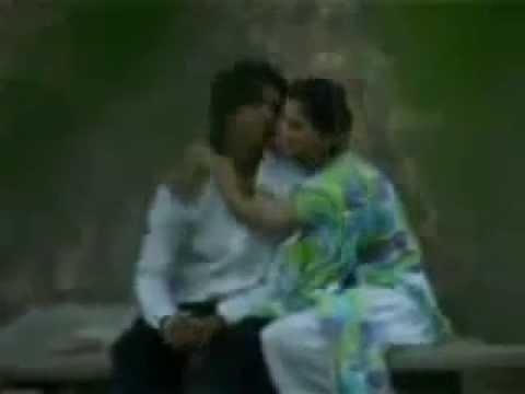 Abbottabad Paki hot girl kissing in an open park