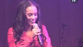 Alicia Keys tijdens een akoestisch intiem concert in Panama Amsterdam
