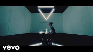 Musik-Video-Miniaturansicht zu She Don't Even Know Songtext von Lawson