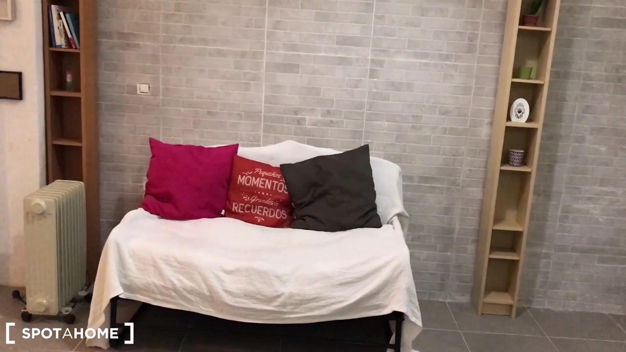 Neat studio apartment for rent in Gracia