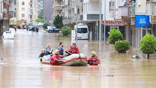 video: Watch: Dramatic moment house and cars swept away by fast-flowing floodwaters in Turkey