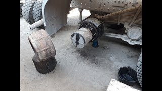 Как снять барабан на Камаз 6520, нехорошее колесо и презент от камазиста!