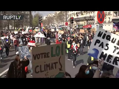 'Fridays for Future' return to the streets of Paris