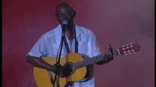 Huerfano Soy En Vivo - Cuco Valoy  (Video)
