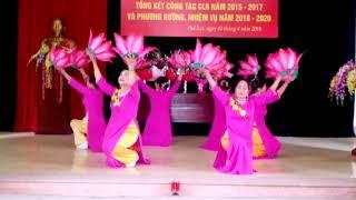 CLB Ngọc Sơn múa Đêm nghe hát đò đưa nhớ Bác tại Hội nghị tổng kết CLB thơ ca Hương sen PLNgày 2.4
