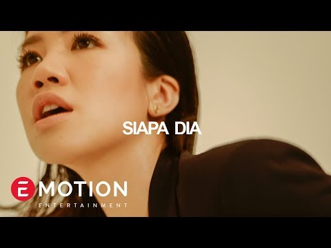 Agatha Suci -  Siapa Dia (Official Audio Lyrics)