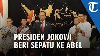 Jokowi Berikan Sepatu dan Sepeda untuk Anggota Paskibraka dan Gita Bahana