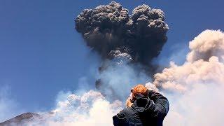 faze tari Etna erupe