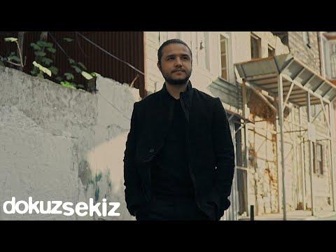 Özgür Can Çoban - Elini Tutmasam (Official Video) Sözleri