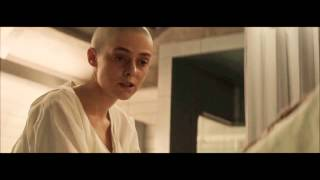 Katniss Meets Johanna - The Hunger Games : Mockingjay Part 2