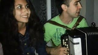 Девушки поют под баян у ночного клуба (татарские песни)